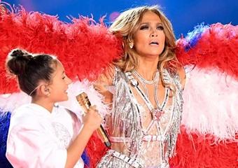Jennifer Lopez'den kızına cilt bakımı dersi